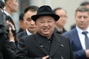 Hé lộ lý do nhà lãnh đạo Triều Tiên Kim Jong-un đội mũ đen khi tới Nga