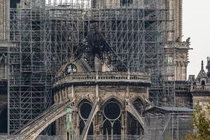 Vụ cháy Nhà thờ Đức Bà Paris: Lỗi do công nhân hút thuốc khi trùng tu?