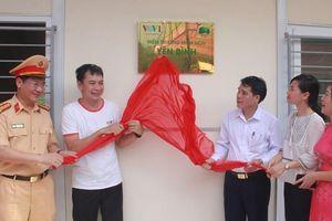 Ban Thời sự VOV trao tặng điểm trường mầm non ở Thanh Hóa