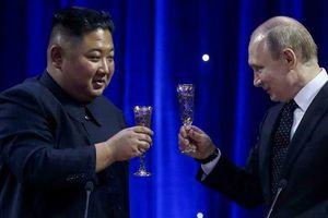Ông Kim Jong-un bất ngờ tặng ông Putin một thanh gươm