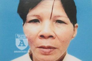 Bắt giữ 'nữ quái' chuyên móc túi trước cổng Bệnh viện Bạch Mai