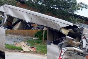 Xe khách đâm ô tô tải, 3 người thương vong