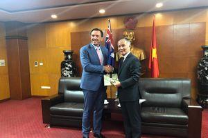 Thứ trưởng Trần Quốc Khánh tiếp Bộ trưởng phụ trách thúc đẩy hợp tác với châu Á của Bang Tây Úc (Úc)