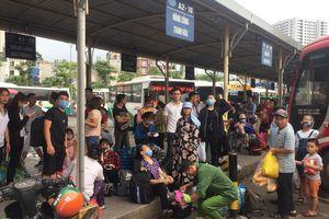 Cửa ngõ Hà Nội tắc nghẽn, bến xe đông nghẹt khách về nghỉ lễ 30.4 - 1.5
