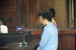 Người đàn ông 'đại náo' phiên tòa, đánh KSV bị tuyên 2 năm tù