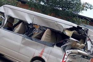Bắc Giang: Xe khách 'dính' vào đuôi xe tải, 4 người thương vong