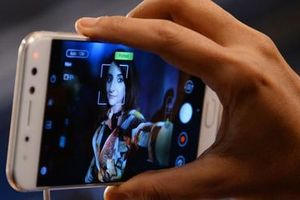 Smartphone giá rẻ làm gia tăng tội phạm hiếp dâm ở Ấn Độ