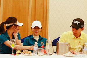 Vừa tuyên bố chia tay, 'cô dâu vàng' Lee Young Ah và Kang Eun Tak vẫn 'sóng đôi' tại Việt Nam