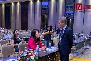 ĐHĐCĐ Eximbank bất thành: Ông Lê Minh Quốc, bà Lương Thị Cẩm Tú cười tươi trò chuyện