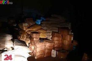 Triệt phá tổng kho chuyên cung cấp phụ gia sản xuất bim bim, bánh kẹo