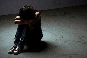 Ngủ cùng bố trên rẫy, bé gái 15 tuổi bị hãm hiếp đến mang thai