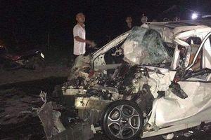 Ô tô 4 chỗ đối đầu xe tải, tài xế thiệt mạng