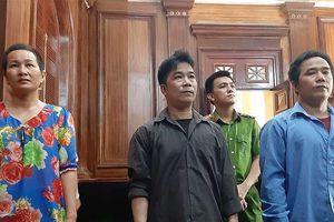 3 anh chị em lãnh án vì 'quậy tưng' tòa án