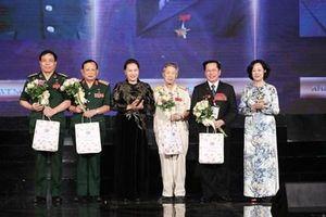 Các đồng chí lãnh đạo Đảng, Nhà nước dự Chương trình 'Tri ân đồng đội'