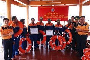 Vượt sóng trong đêm cứu 7 thuyền viên bị nạn trên biển