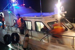 Cứu sống 7 người bị lật xuồng tại biển Cửa Lò