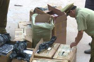 Quảng Bình: Bắt giữ xe tải vận chuyển gần 19.000 bao thuốc lá lậu