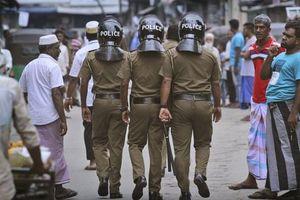 15 người thiệt mạng khi cảnh sát đột kích nơi ẩn náu của những kẻ đánh bom ở Sri Lanka