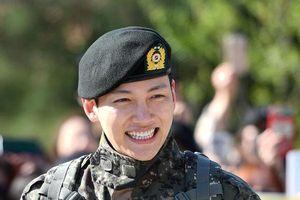Ji Chang Wook rạng rỡ, xuất ngũ trong vòng tay hàng trăm người hâm mộ