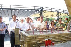 Quảng Trị: Tổ chức lễ viếng các anh hùng liệt sỹ nhân kỷ niệm 44 năm Ngày giải phóng miền Nam, thống nhất đất nước