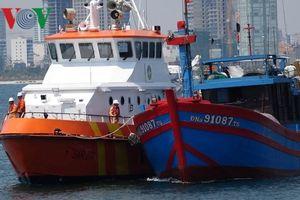 Cứu 7 thuyền viên tàu cá trôi dạt nhiều ngày trên biển