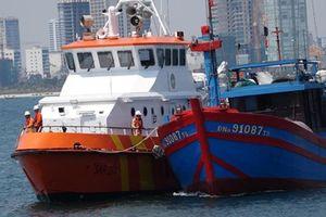 Cứu thành công tàu cá cùng 7 ngư dân Đà Nẵng gặp nạn trên biển