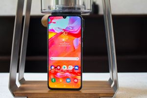 Chi tiết Galaxy A70 - màn hình gần bằng tablet, giá 9,3 triệu