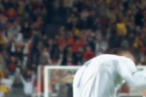Ronaldo cáu gắt, vứt băng đội trưởng vì bị cướp bàn thắng để đời