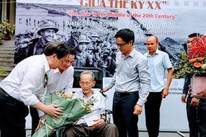 NSNA, nhà báo Mầu Hoàng Thiết kể chuyện lịch sử qua những tác phẩm ảnh