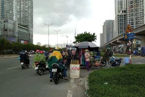 Sài Gòn bất ngờ đón 'mưa vàng' trong ngày nghỉ lễ