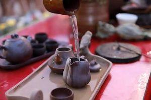 Uống trà từ ấm Gốm Hương Sa – vơi nỗi nhớ quê hương!