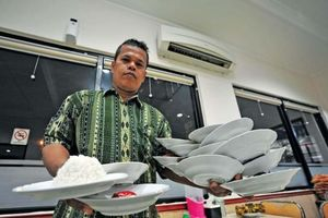 Ăn cơm bốc ở Kebayoran Baru