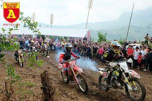 Cận cảnh những tay đua mô tô tranh tài ở Hà Giang