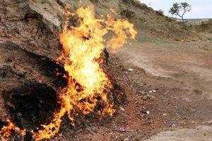 Bí ẩn rợn người ngọn núi bốc cháy ngàn năm không tắt