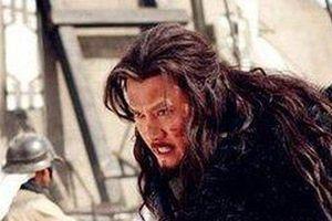 Bị Lưu Bang đánh lén và chiêu phản đòn khiến kẻ địch khiếp vía của Hạng Vũ