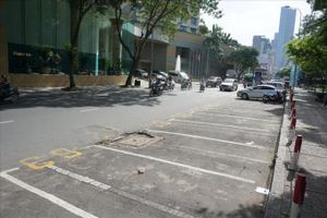 Thất thoát phí đậu xe ôtô nghiêm trọng, TPHCM thay lực lượng thu phí
