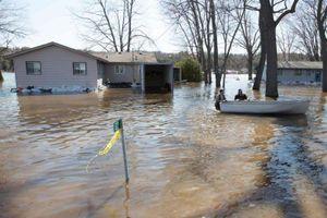 Canada: Nhiều nơi chìm trong biển nước do vỡ đê