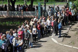 Người dân miền đông Ukraine đổ xô đăng kí quốc tịch Nga