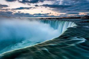 Cận cảnh thác nước hùng vĩ nằm giữa Mỹ và Canada