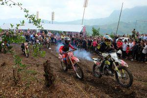 Sôi động Giải đua xe mô tô địa hình Hà Giang