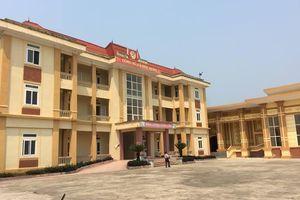 Cả đêm dân vây bắt đôi nam nữ 'phòng thủ' tại trụ sở UBND xã ở Thanh Hóa