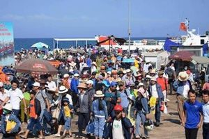 Đảo Lý Sơn đông nghịt du khách, giá bình dân, không 'chặt chém'
