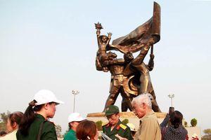 Hơn 7.000 lượt khách tham quan di tích Chiến trường Điện Biên Phủ trong ngày 29/4