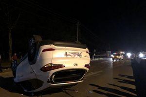 Hai ô tô húc nhau trên đường Hồ Chí Minh, nhiều người thoát chết trong gang tấc
