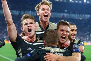 Ajax đặt một chân vào chung kết sau trận thắng Tottenham
