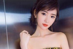 Sao nữ Trung Quốc xinh đẹp bị bố ném vào thùng rác, bạn trai phản bội