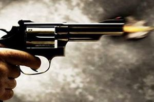 Cảnh sát truy bắt kẻ dùng súng tự chế bắn người tại sới gà