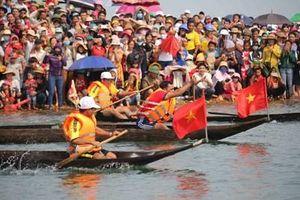 Hội đua thuyền độc mộc trên dòng sông Pô Cô