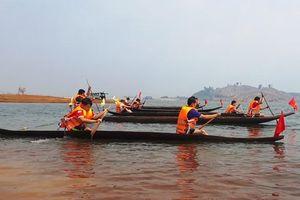 Lần đầu tiên tổ chức giải đua thuyền độc mộc trên dòng Pô Cô