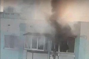 Quá hoảng loạn trong đám cháy, mẹ thả con từ tầng 10 xuống rồi nhảy theo